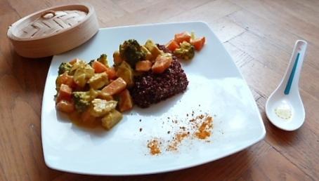 Ragoût de tempeh aux légumes, quinoa rouge et curry thai - C'Végétal