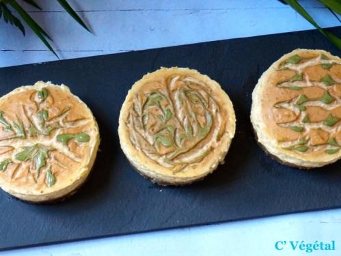 Flan à la mangue sur croustillant de dattes et amandes - C'Végétal