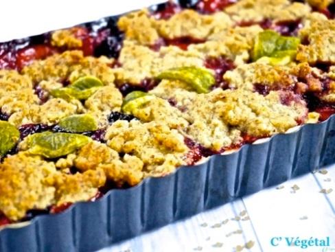Tarte crumble vegan aux myrtilles et aux fraises - C'Végétal
