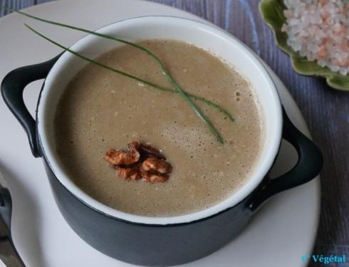 Potage de pois cassés, noix et échalotes - C'Végétal