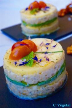 Timbale estivale : courgette jaune marinée, avocat et crème de lentilles corail citronnée - C'Végétal