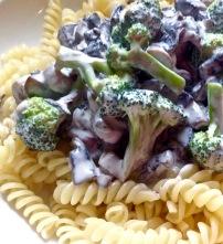 Pâtes aux champignons et brocoli croquant à la crème // Pasta with creamed mushroom and crunchy broccoli - C'Végétal