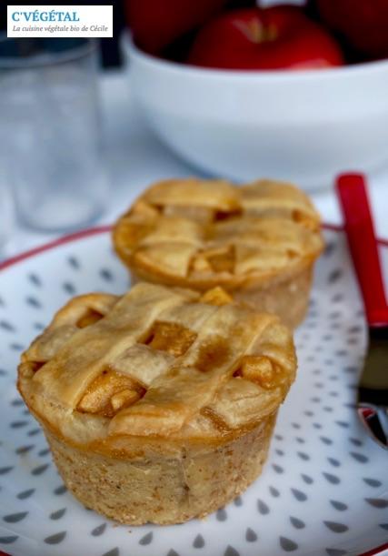 Petites tourtes aux pommes à la frangipane // Apple frangipane mini pies - C'Végétal
