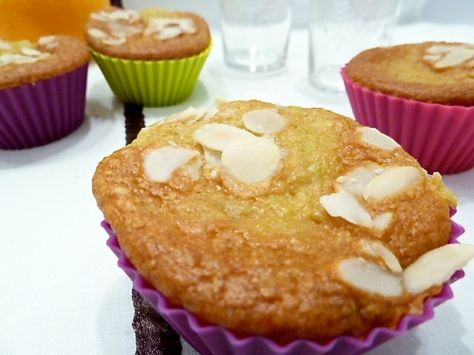 Gâteaux moelleux légers à l'orange et aux amandes