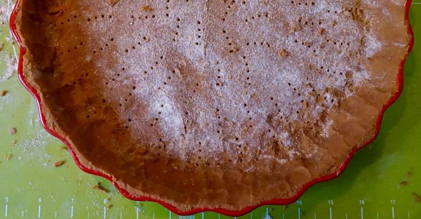 Quiche à la courge musquée et brocoli sauté sur pâte à la farine de cacahuète