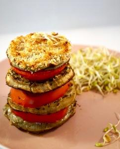 Mille-feuilles artichaut, aubergine et tomate à l'ail des ours et beurre de graine de courge