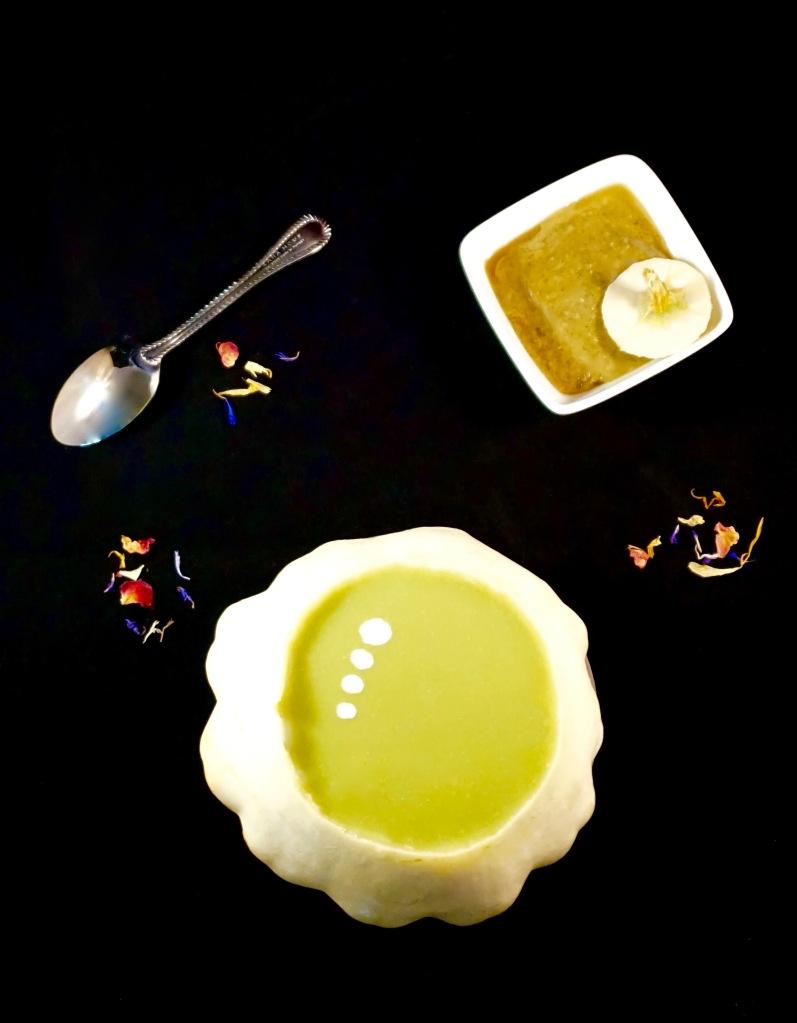Soupe de pâtisson et jeunes pousses d'épinard au beurre de graines de courge - Vegan - C'Végétal - https://cvegetal.com
